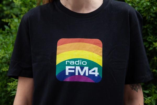 """FM4 Shirt """"Pride"""" schwarz"""